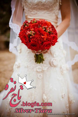 Bright Red Bridal Bouquet Zinke Design The French Bouquet Montag Photography 310x464 مدل دسته گل عروس با گل رز قرمز